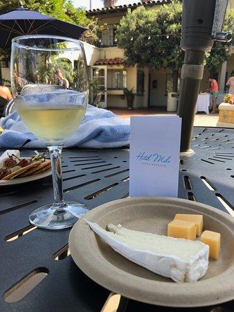 Hotel Milo Santa Barbara: Wine and cheese on fridays!