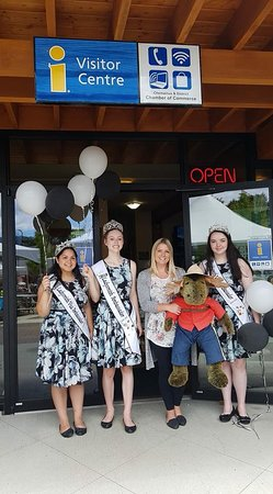 Chemainus Visitor Centre: Some lovely royal visitors from Ladysmith!
