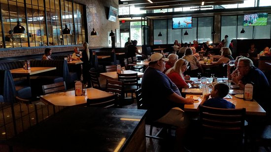 Bj S Restaurant And Brewhouse Main Dining Area