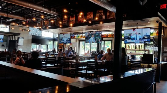 Bj S Restaurant And Brewhouse Bar Dining Area