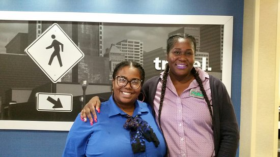 East Point, Τζόρτζια: Some of the friendly staff at the Hampton Inn & Suites Atlanta Airport North