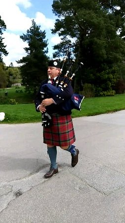 Blair Castle and Hercules Gardens : Bagpipes at Blair Castle