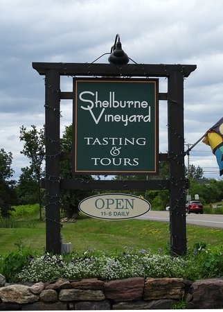 Shelburne Vineyard: The sign right off the road...can't miss it.
