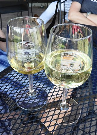 Shelburne Vineyard: Each guest also takes home a complimentary glass!