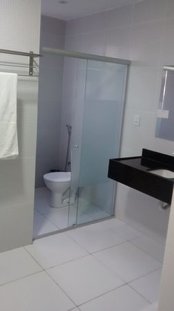 Guarabira: banheiro bem espaçoso