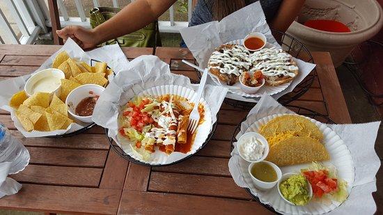 Standardsville, VA: Queso, taquitos, tacos