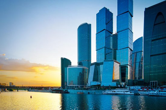 Moscow Private Tour to Observation Deck and River Cruise with Russian Dinner