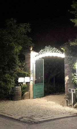 Lauret, França: L'entrée du restaurant de nuit