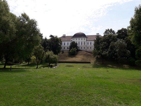 Szecseny, Hungary: Múzeum a kastélykert felől