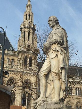 Statue Joseph von Sonnenfels