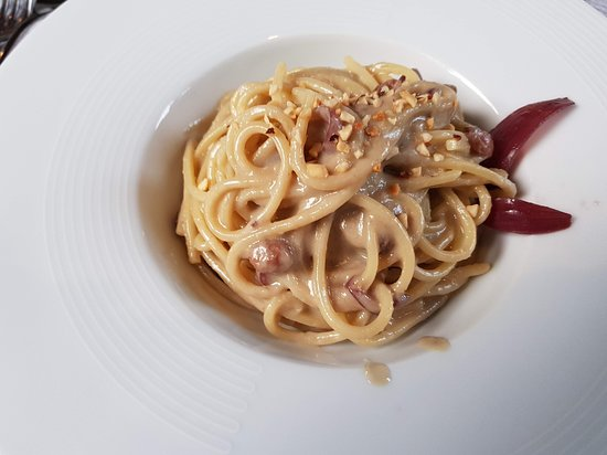 La Golena: Spaghettoni con acciughe del cantabrico e nocciole tostate