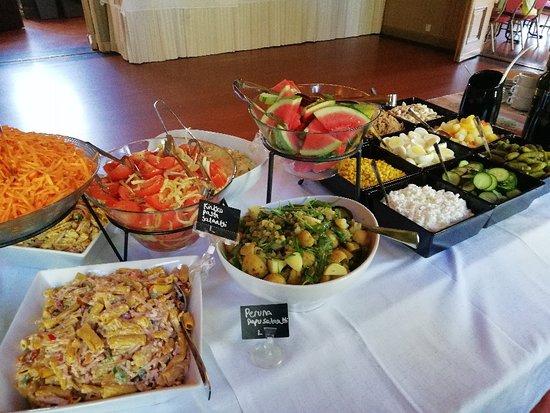 Iisalmi, Finland: Salaattipöytä
