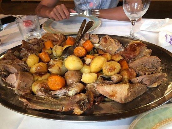 Agroturizam Laptalo: Прекрасный семейный ресторан! Еда просто отменная!! Хозяева ресторана доброжелательные люди). Оч