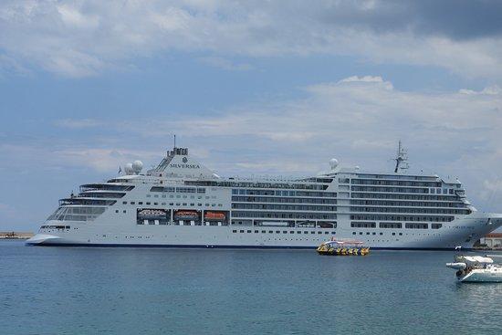 Mandraki Harbour照片