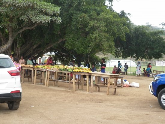 See The Real Vila Tours: Local fruit market
