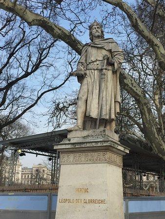Statue Leopold VI.
