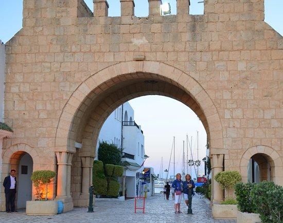 Tunis Governorate, Tunisia: ворота в порт