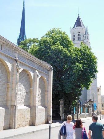 Cathédrale Saint-Bénigne de Dijon: vue extérieure