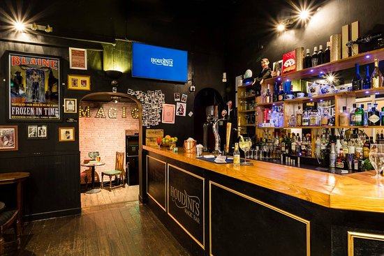 Broadstairs, UK : Houdini's Top Bar