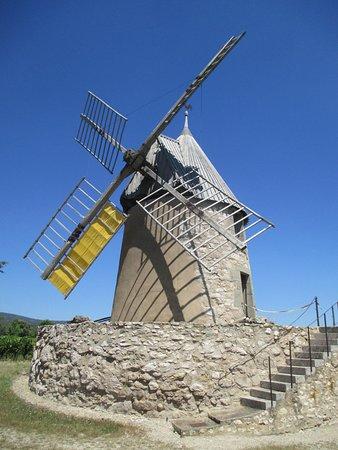 Villeneuve-Minervois, France : Le moulin à vent de Benazeth