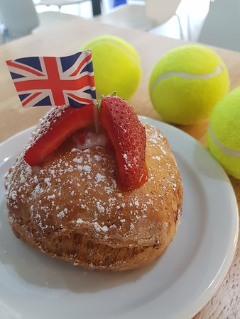 Restaurant @ Poplars: Strawberry & Cream Scone