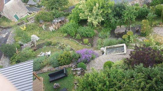 La Maison de Jeanne : vue de la chambre sur leur jardin