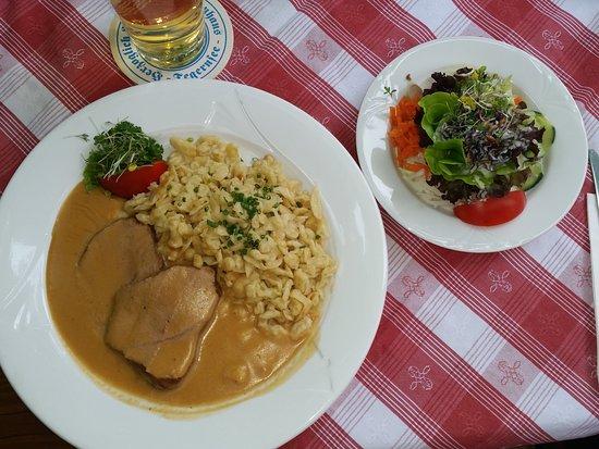 Bad Feilnbach, Germany: Kalbsrahmbraten mit hausgemachten Spätzle