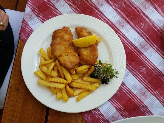 Bad Feilnbach, Germany: Schnitzel mit Pommes