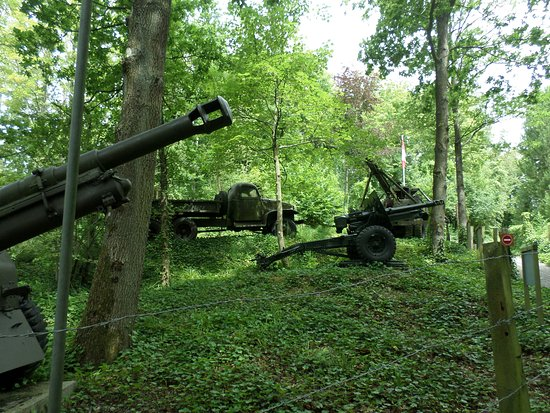Eperlecques, Frankreich: Random artillery in the the parc thorn apart by the bombardments