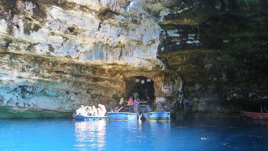 Kokolis Travel: Melassini cave