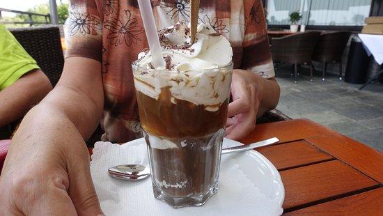 Muhltal, Alemanha: Eiskaffee