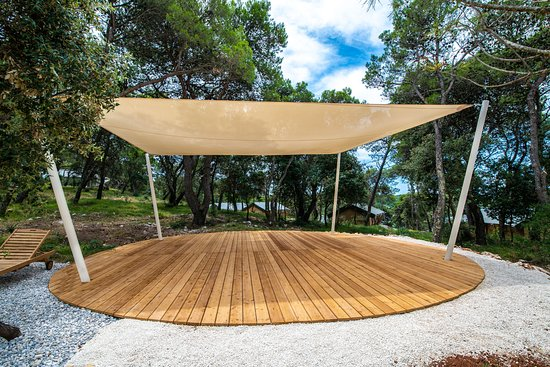 Arena One 99 Glamping: Yoga area
