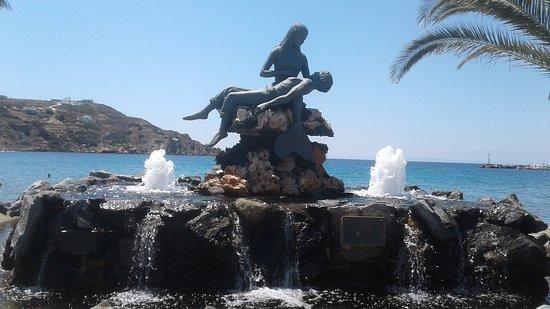 Kini, Greece: Mermaid, Fisherman's ando fountain