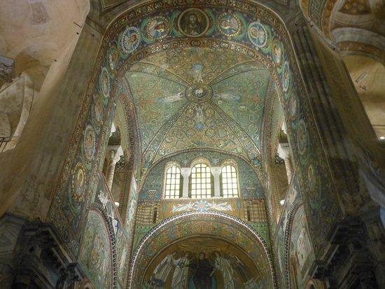Basilica San Vitale: Interno