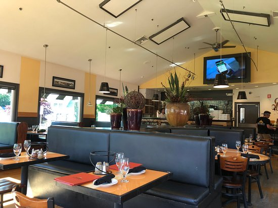 Ember Coal Fired Pizza & Wings: il locale interno