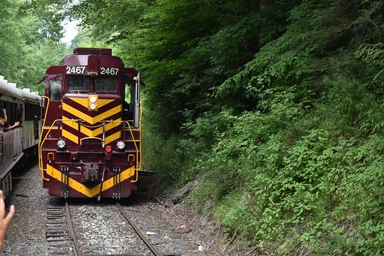 Great Smoky Mountains Railroad: Train decoupling and reattaching for trip back to Bryson City