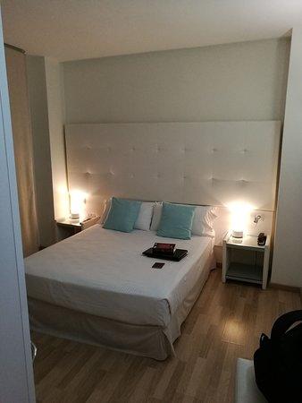 Sängen i rummet