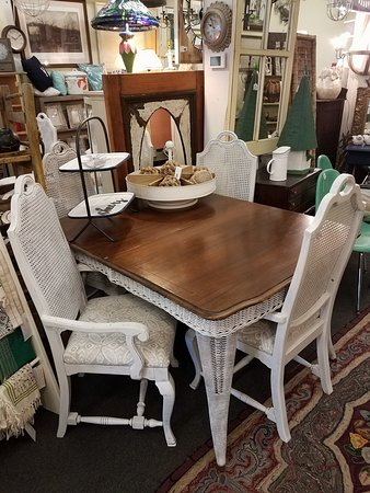 Timeless Cottage: Table Top Accessories & Lighting