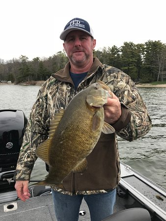 Nick Nault's Guide Service: Green Bay smallmouth bass fishing