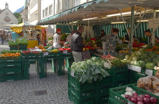 Feldkirch, Αυστρία: Produce vendor at the Saturday Market