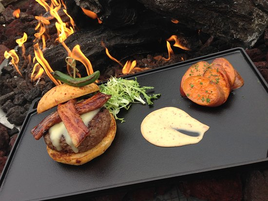 Eaglewood Resort & Spa: The Maple Bacon Cheeseburger from Prairie River Restaurant