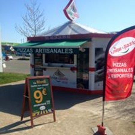 Saint-Mars-du-Desert, France: Le Kiosque à  Pizzas
