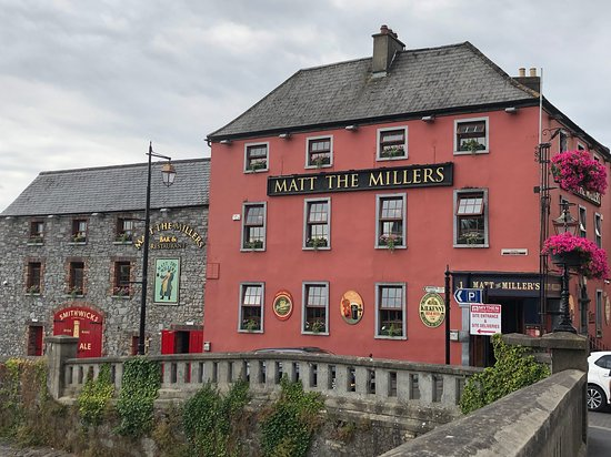 Matt The Millers Bar & Restaurant: Exterior, from the bridge