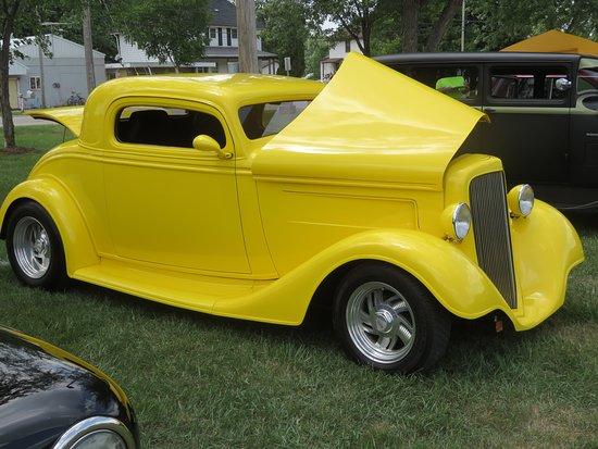 Gillett, Ουισκόνσιν: Classic car show underway in the park