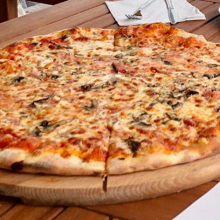 Dzwirzyno, Polônia: Pizza duża.