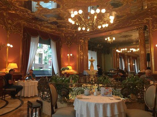 Hotel Savoy Moscow: SALÓN DE DESAYUNO