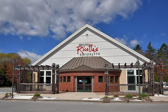 Falmouth, ME: Ricetta's exterior with outside seating