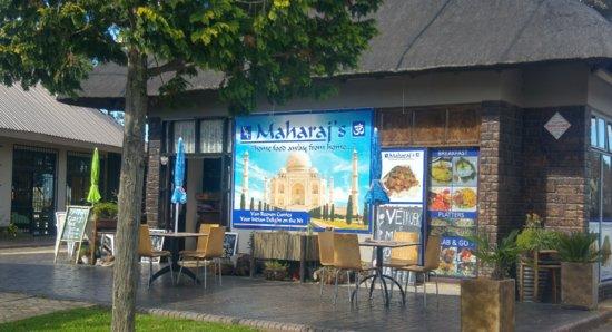 Van Reenen, South Africa: Maharaj's Restaurant right at the top of Van Reenins Pass.