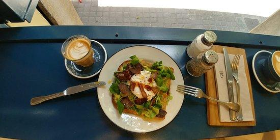 super coffee food a ahora los sabados y domingos saopre brunch