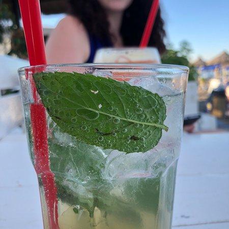 Chaplins Beach Bar: photo0.jpg